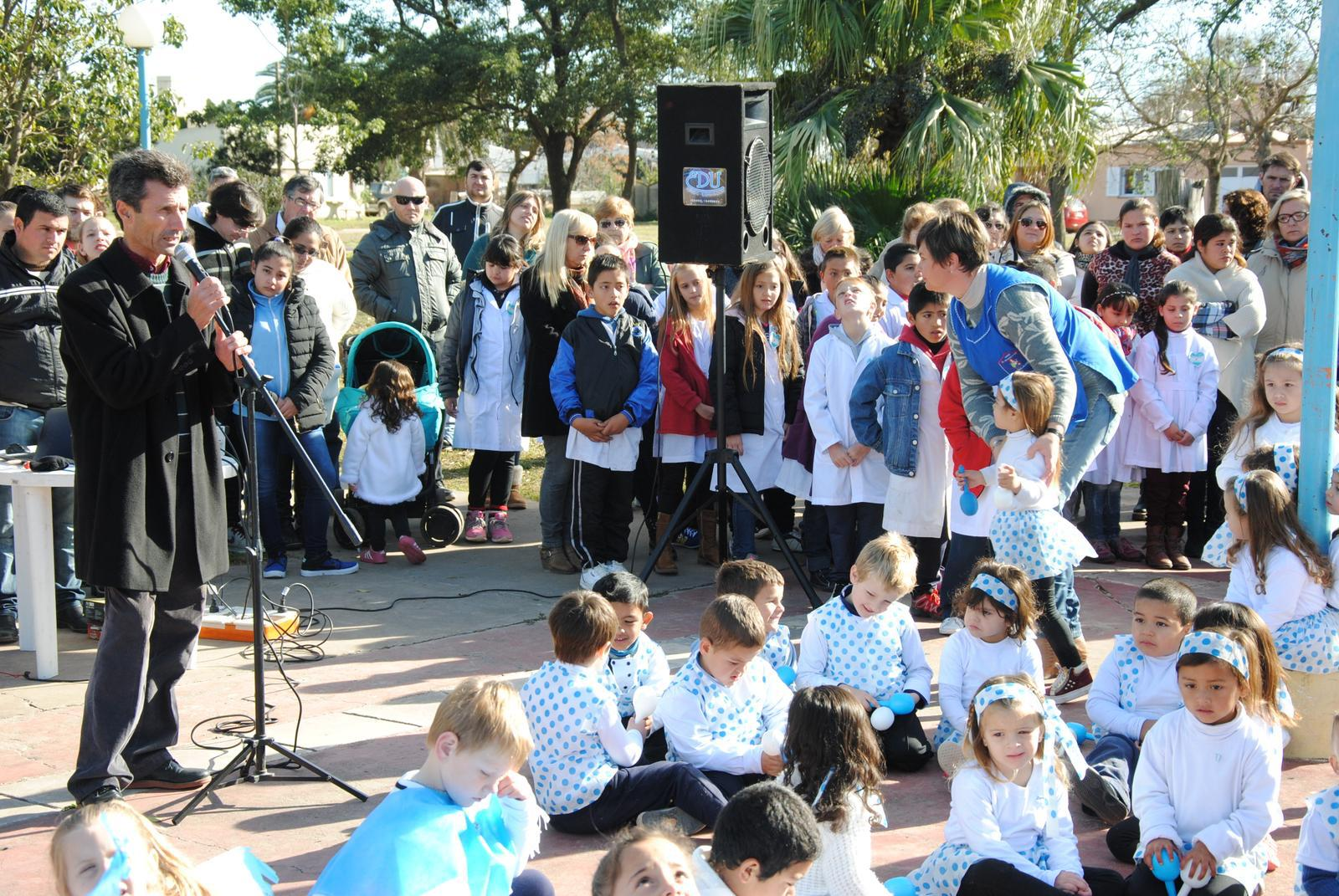 El 20 de junio se celebr en la plaza de tacural for Jardin 901 vicente lopez