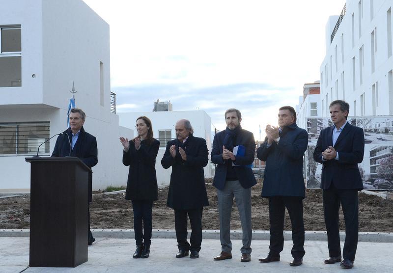 El presidente macri present el nuevo plan nacional de for Plan de viviendas macri